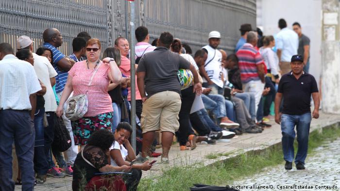 Fila de desempregados em Campinas