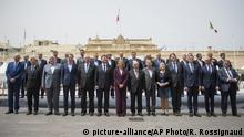 Malta EU-Außenministertreffen | Gruppenbild (picture-alliance/AP Photo/R. Rossignaud)