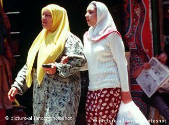امروزه زنان مصری هم از لحاظ عاطفی و هم از لحاظ مالی مستقلتر از گذشته هستند. در بسیاری از موارد این زنان هستند که پیشنهاد طلاق را مطرح میکنند.