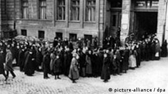 Germans during the Weimar era waiting in line for meat