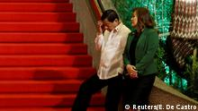 ASEAN 2017 Philippine President Rodrigo Duterte and his partner Honeylet Avancena wait for other Southeast Asian leaders to arrive during the 30th ASEAN summit in Manila