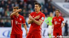 Fußball 1. Bundesliga VfL Wolfsburg FC Bayern München Robert Lewandowski celebrates scoring their second goal