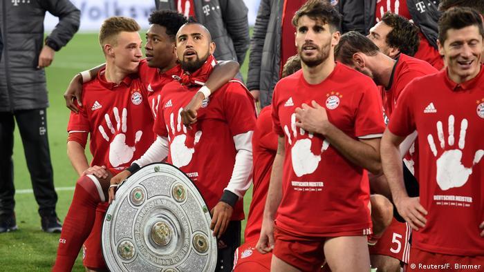 Игроки Баварии после окончания матча с Вольфсбургом