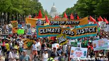 Demonstrators gather for People's Climate March in Washington (Reuters/M. Theiler)
