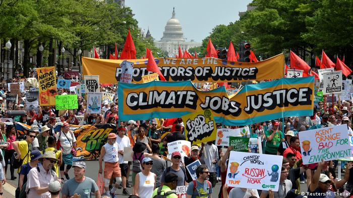 Demonstrators gathering for People's Climate March in Washington (Reuters/M. Theiler)
