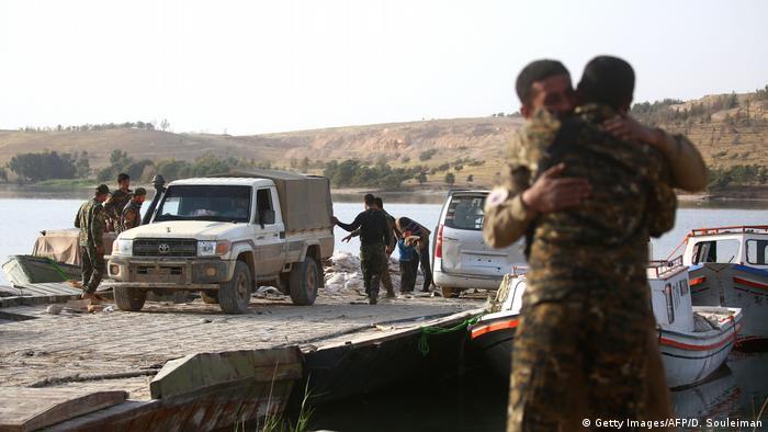 Syrien Kampf um Tabqa Luftwaffenstützpunkt