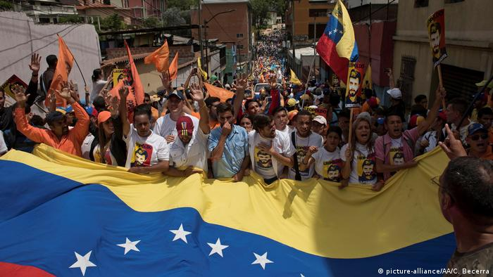 Venezuela Los Teques Opposition Protest (picture-alliance/AA/C. Becerra)