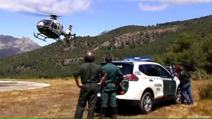 Spanien Alcaucin Flugzeugabsturz Bergung Opfer (Reuters)