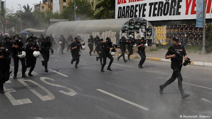 Türkei 1. Mai Demonstration in Istanbul (Reuters/H. Aldemir)