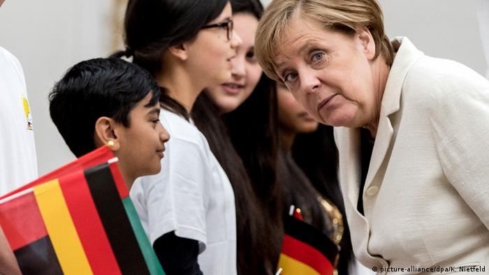 VAE Angela Merkel in Abu Dhabi (picture-alliance/dpa/K. Nietfeld)
