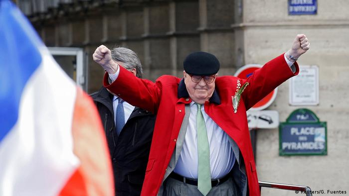 Jean-Marie Le Pen raises two fists in the air while giving a speech in Paris (Reuters/G. Fuentes)