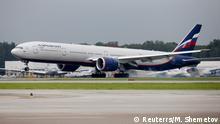 Eine Aeroflot Boeing 777-300ER Maschine landet auf dem Flughafenin Moskau