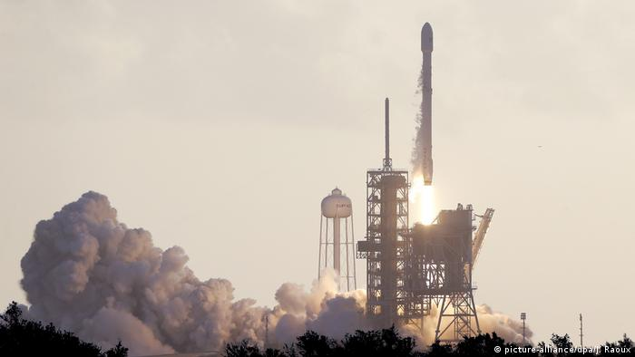 SpaceX bringt Spionagesatelliten ins All (picture-alliance/dpa/J. Raoux)