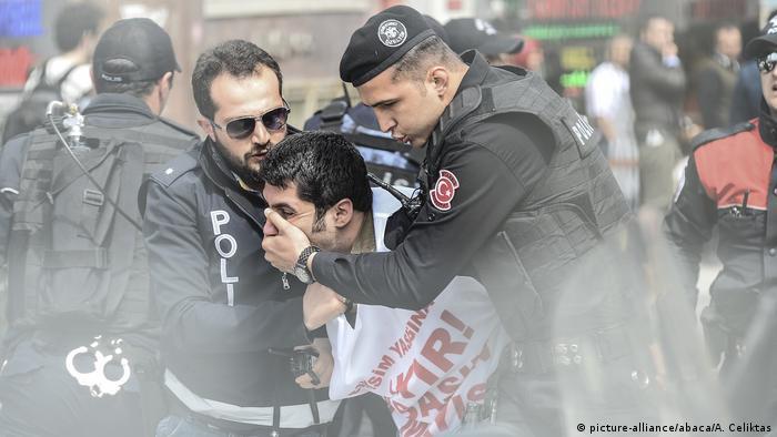Türkei 1. Mai in Istanbul (picture-alliance/abaca/A. Celiktas)