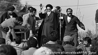 Irans Revolutionsführer Ajatollah Chomeini (Foto: picture-alliance/dpa/AFP/G. Duval)