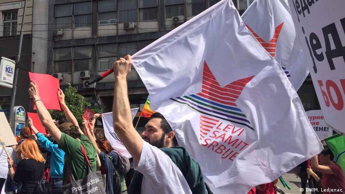 Serbien Erste Mai Proteste in Belgrad (DW/M. Ledjenac)
