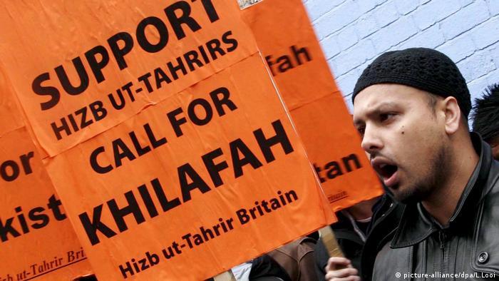 Hizb ut-Tahrir Unterstützer (picture-alliance/dpa/L.Looi)