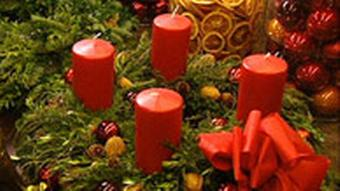 تاج گل کریسمس در ابتدا ۲۴ شمع داشت امروز اما ۴ شمع باقی مانده است