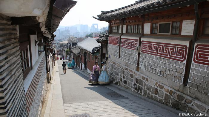South Korean election tourist area Bukchon(DW/F. Kretschmer)