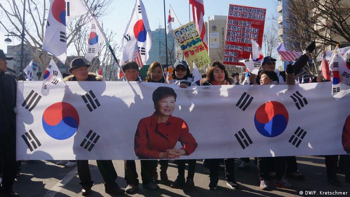 South Korean elections demonstrators in the park (DW/F. Kretschmer)