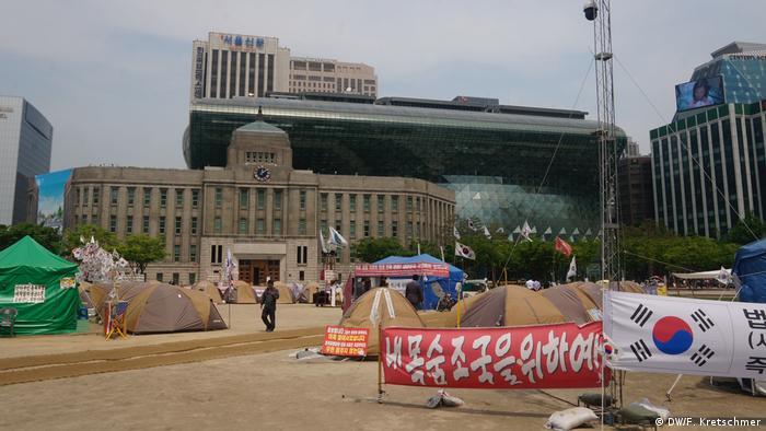 South Korean election loyalist camp in Seoul (DW/F. Kretschmer)