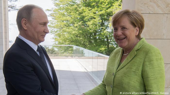Russland   Merkel trifft Putin (picture-alliance/dpa/Sputnik/S. Guneev)