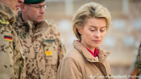 Verteidigungsministerin Ursula von der Leyen (picture-alliance/dpa/G. Fischer)