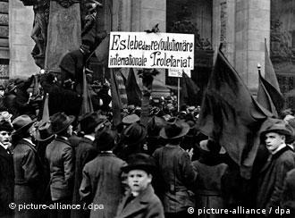 Workers demonstrating as part of the November Revolution in Berlin