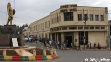 """Titel: Faced with state of emergency Amhara pine for Ethiopia of old Location: Gondar and Bahir Dar, Ethiopia Byline: James Jeffrey (DW hat alle Rechte bekommen) Date filed: 20 April 2017 Fierce pride A statue of 19th-century Ethiopian Emperor Tewodros—a hero to many Ethiopians—dominates the centre of Gondar. Avid embracers of Ethiopian nationalism and history, the Amhara remember how they ruled Ethiopia until the present-day Tigrayan led government took over in 1991. """"We have no sovereignty,"""" says Gondar resident Kidus. """"That's why we protested Amharaneut Akbiru! Respect Amhara-ness!"""""""