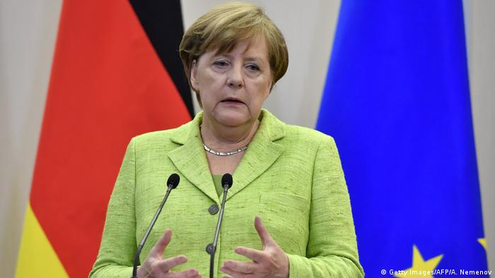 La canciller de Alemania, Angela Merkel, analizó con el presidente de Rusia, Vladímir Putin, el conflicto nuclear norcoreano y ambos coincidieron en que debe resolverse a través de vías pacíficas. 11.09.2017