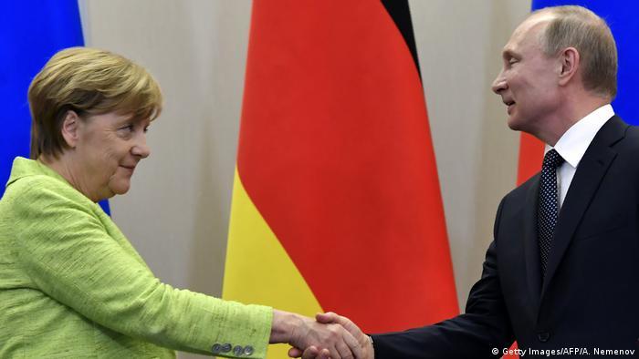 Russland | Pressekonferenz Merkel Putin (Getty Images/AFP/A. Nemenov)