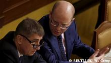 ***Archivbild*** FILE PHOTO - Czech Finance Minister Andrej Babis (L) and Prime Minister Bohuslav Sobotka attend an extraordinary parliamentary session in Prague, Czech Republic, March 23, 2016. REUTERS/David W Cerny/File Photo