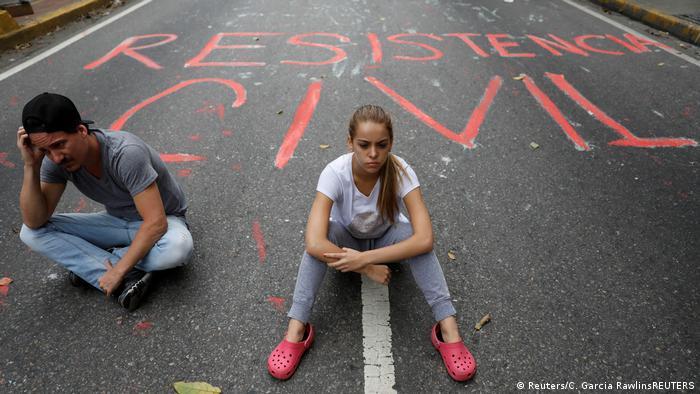 Venezuela | Demonstranten blockieren Straße