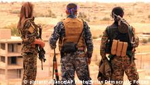 30.04.2017 This Sunday, April 30, 2017 photo provided by the Syrian Democratic Forces (SDF), shows fighters from the SDF looking toward the northern town of Tabqa, Syria. U.S.-backed opposition fighters led by Syrian Kurdish forces captured more territory from the Islamic State group in the northern town of Tabqa on Monday, pushing the extremists to northern neighborhoods, close to one of Syria's largest dams. (Syria Democratic Forces, via AP) |