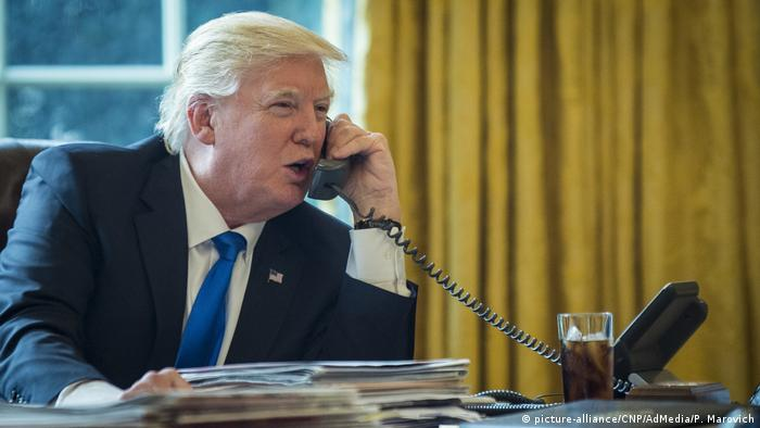 USA Washington Präsident Trump telefoniert mit Putin (picture-alliance/CNP/AdMedia/P. Marovich)