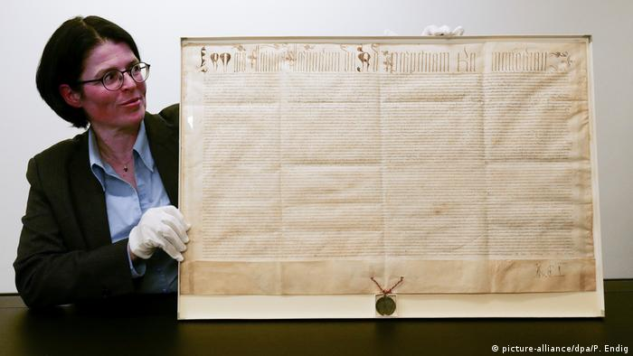 The original papal bull written against Martin Luther (picture-alliance/dpa/P. Endig)