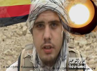 """عکسی از یک صفحهی اینترنتی: آلمانی اسلامگرا """"اریک براینینگر"""" در حال دادن یک پیام ویدئویی برای اجرای عملیات تروریستی"""