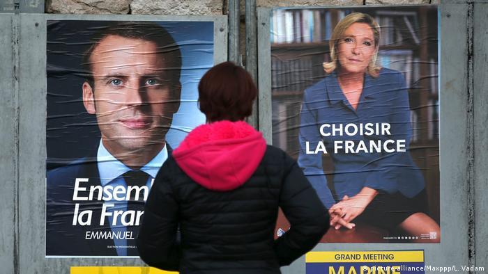 Предвыборные плакаты Эмманюэля Макрона и Марин Ле Пен перед президентскими выборами