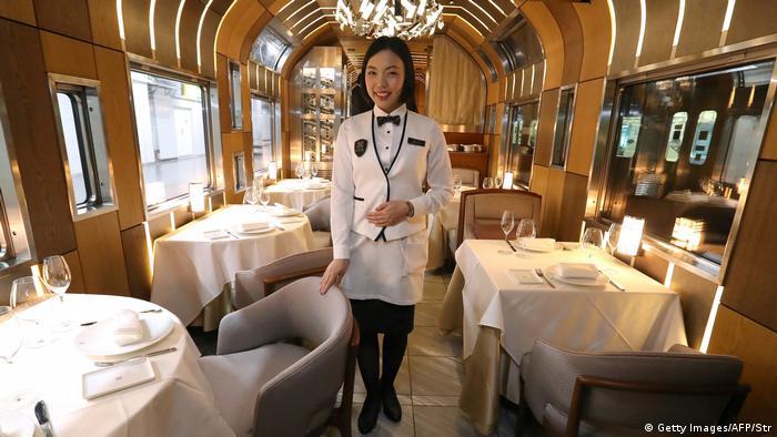 Japan Shiki-Shima-Luxuszug (Getty Images/AFP/Str)