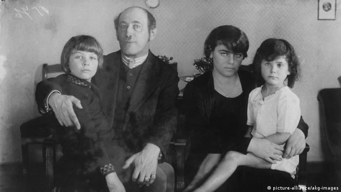 Die Familie Kerr auf einem Foto um 1920 (picture-alliance/akg-images)