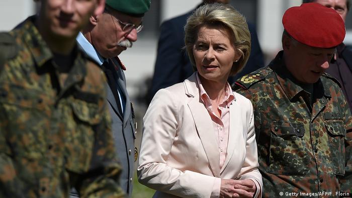 Ursula von der Leyen visita quartel de brigada franco-alemã que Franco A. integrava até ser preso