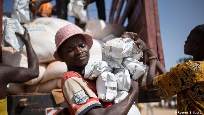 Zentralafrikanische Republik Makunzi Wali UN Hilfslieferung wird verteilt