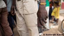 Zentralafrikanische Republik Bocaranga Rebell mit Waffen