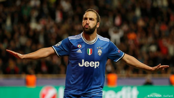 Fußball AS Monaco v Juventus Turin - UEFA Champions League Juventus' Gonzalo Higuain celebrates scoring their second goal (Reuters/E. Gaillard)