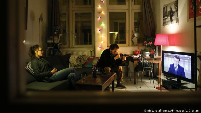Frankreich Debatte Präsidentschaftskandidaten Zuschauer TV (picture-alliance/AP Images/L. Cipriani)