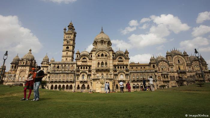 India Palace in Vadodara GUJARAT June 26 2014 Xinhua Tourists visit the Laxmi Vilas Palace (Imago/Xinhua)