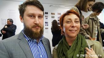 Куратор выставки Андрей Ленкевич и искусствовед Оксана Жгировская