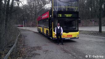 Deutschland Multikulturelle Stadt Berlin und der Busfahrer aus Äthiopien