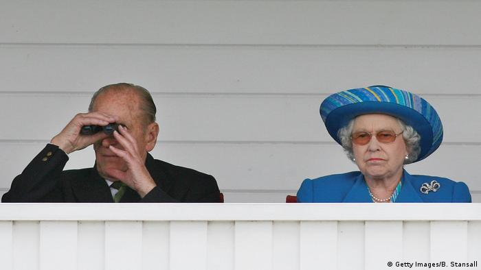 Prinz Philip Queen Elizabeth beim Polo in Windsor (Getty Images/B. Stansall)