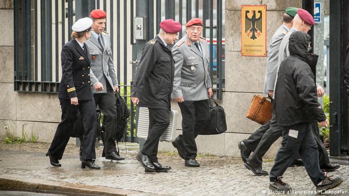 """ارزیابی محرمانه آلمان: احتمال فروپاشی """"غرب"""" در دهههای آینده"""